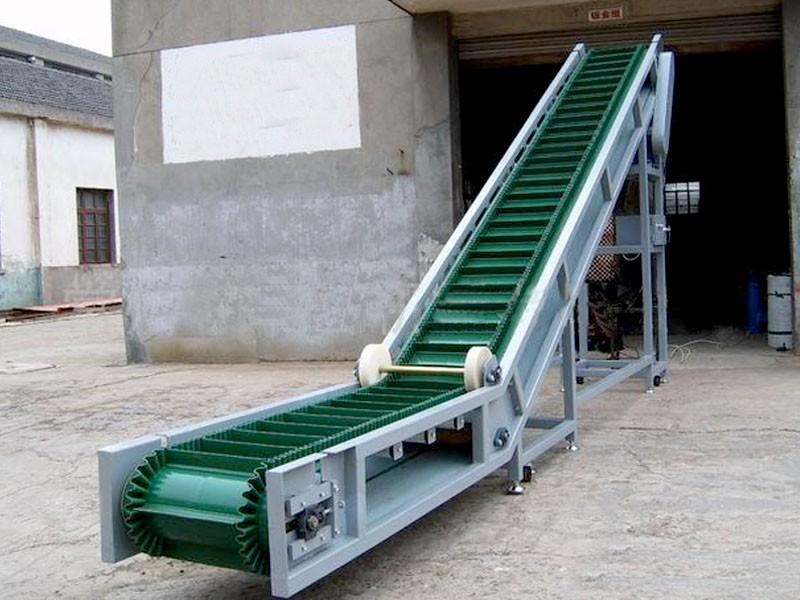 斜坡输送机