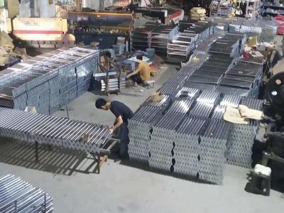 金泰-伸缩线生产中